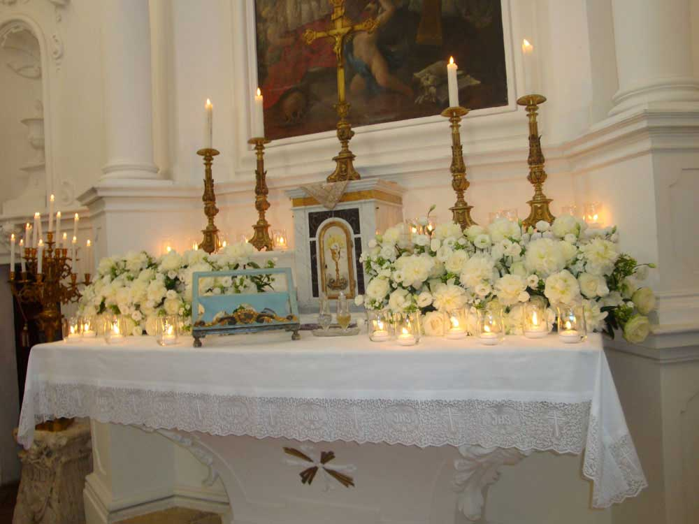 Flower arrangement on the catholic church