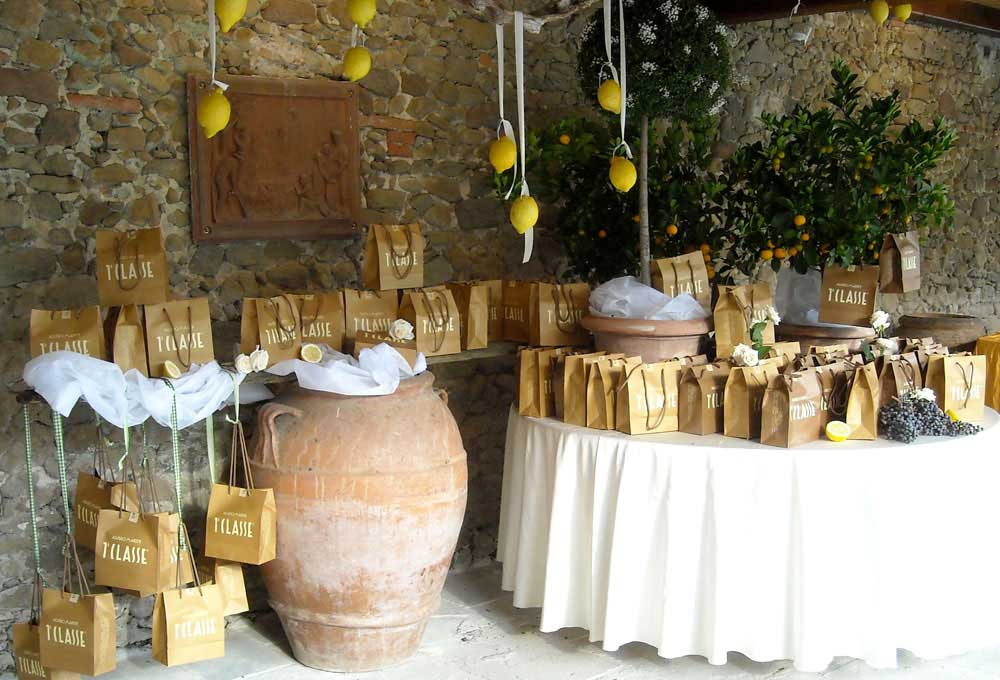 Lemon rustic arragement in Tuscan Wedding
