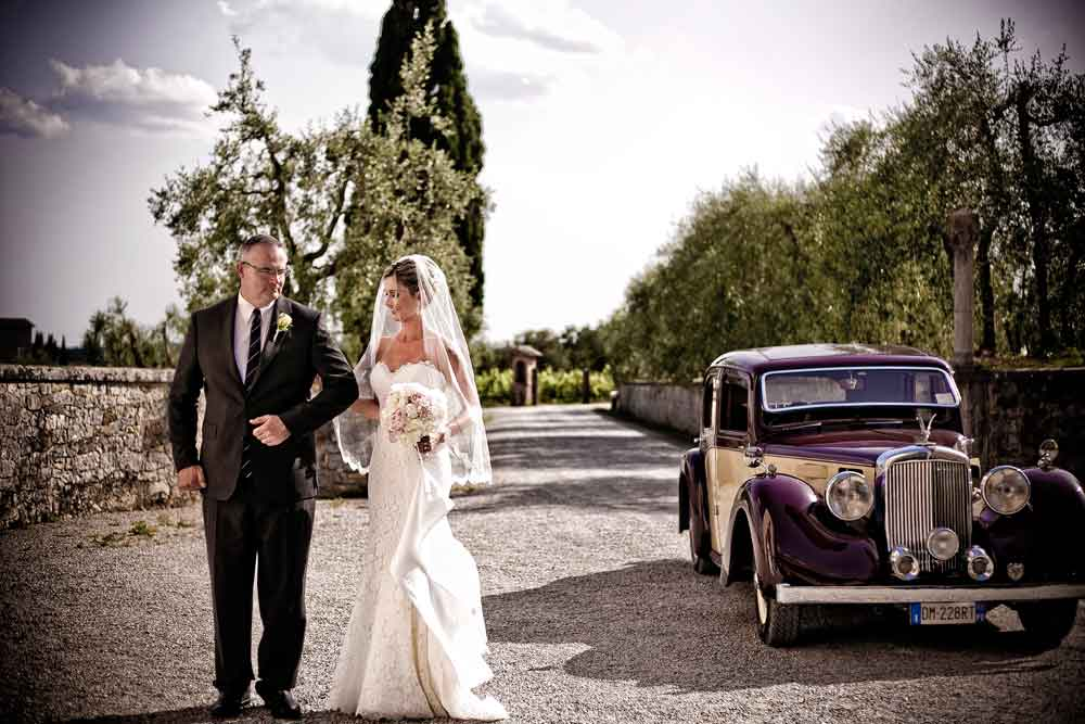 Old Car for bride wedding in Tuscany