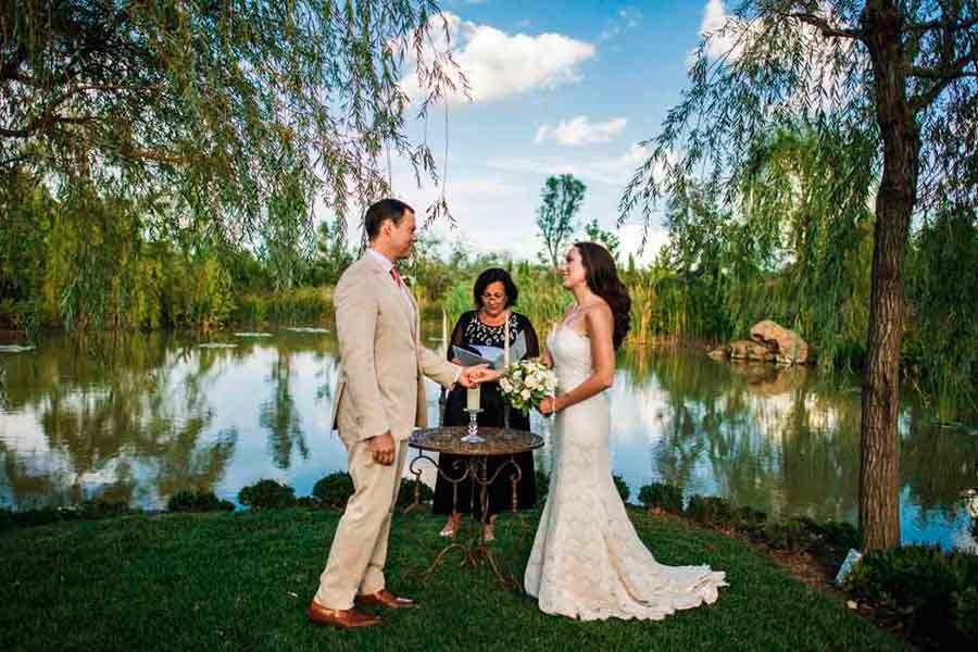Wedding symbolic ceremony in Tuscan lake