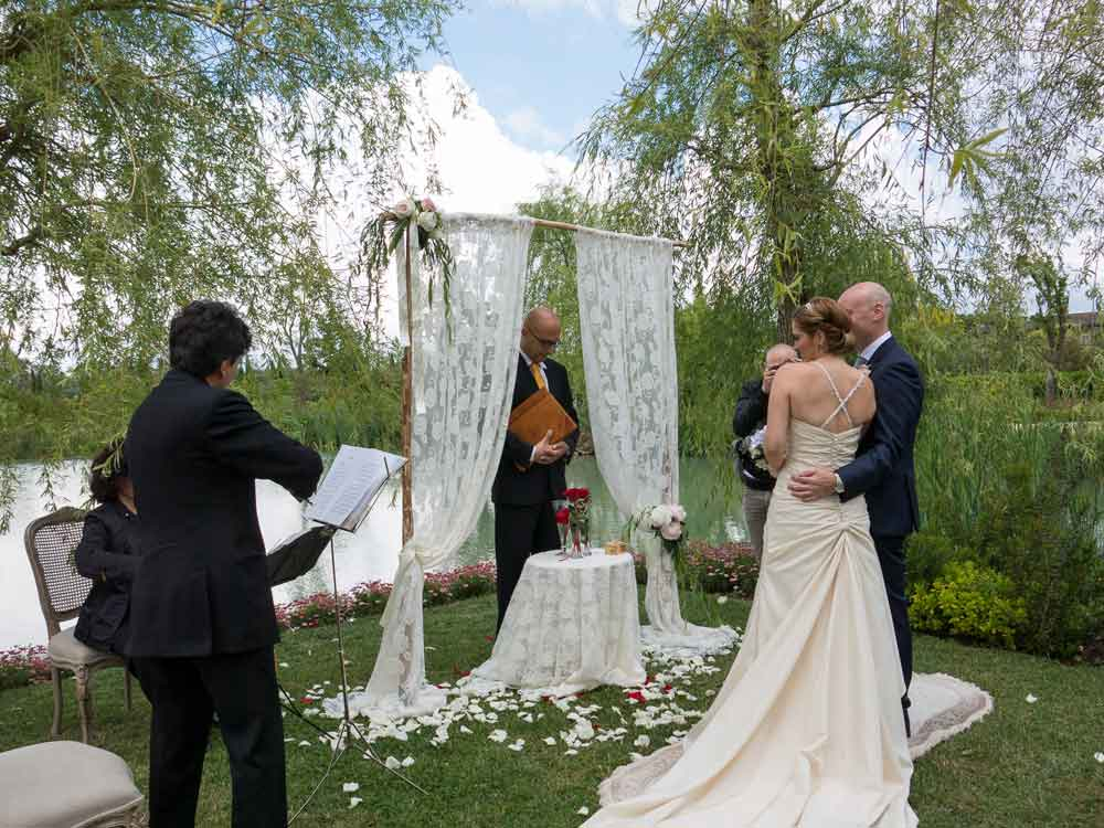 wedding symbolic ceremony under a tuscan tree