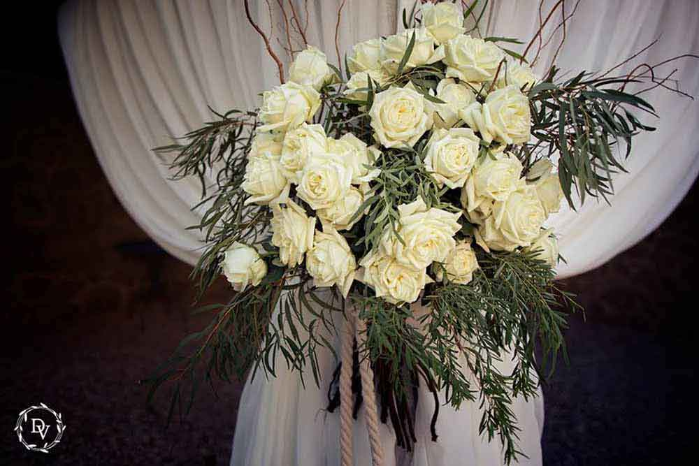white bouquet wedding tuscany