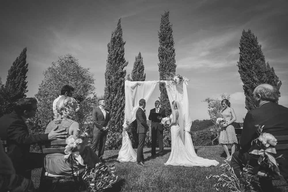 celebrant wedding in tuscany green
