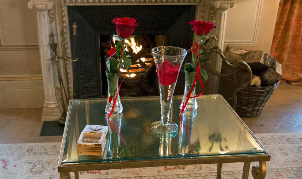 Celebrate your Wedding with a Red Rose Ceremony