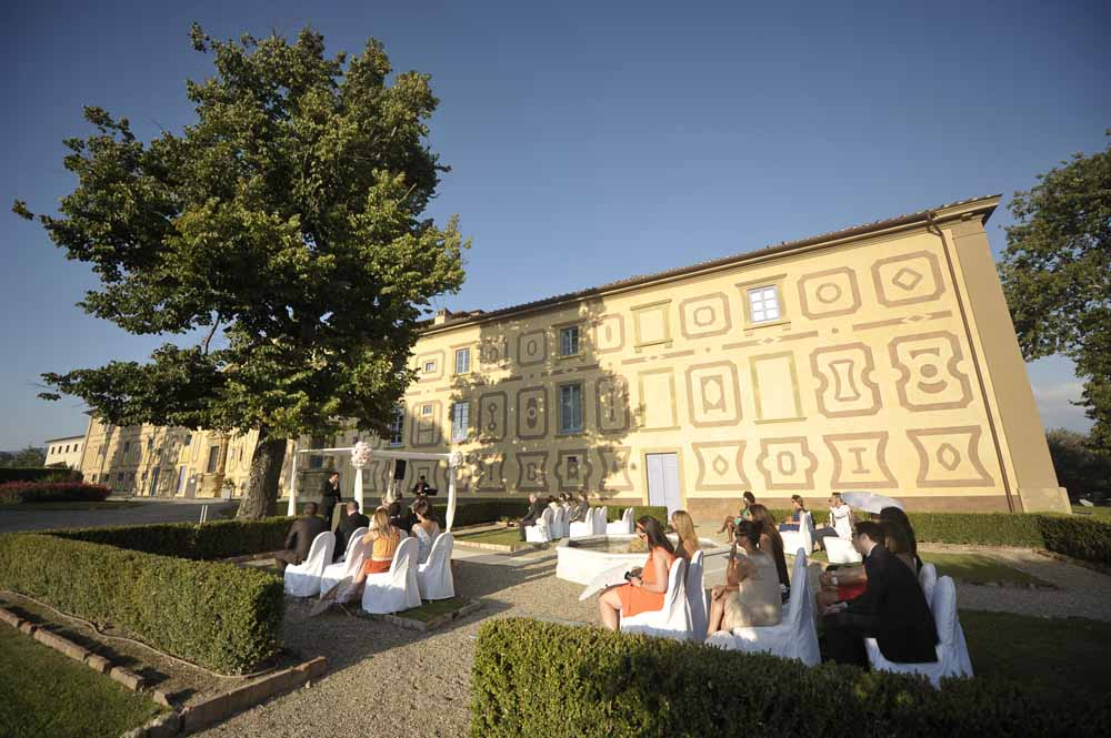 Outdoor wedding ceremony venues in tuscany