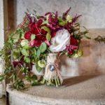red flower boquet weddding